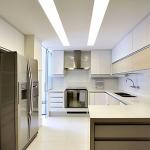 Cozinha com iluminação geral para o ambiente